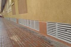 reforma de fachada zocalo y pintura rejilla torrevieja
