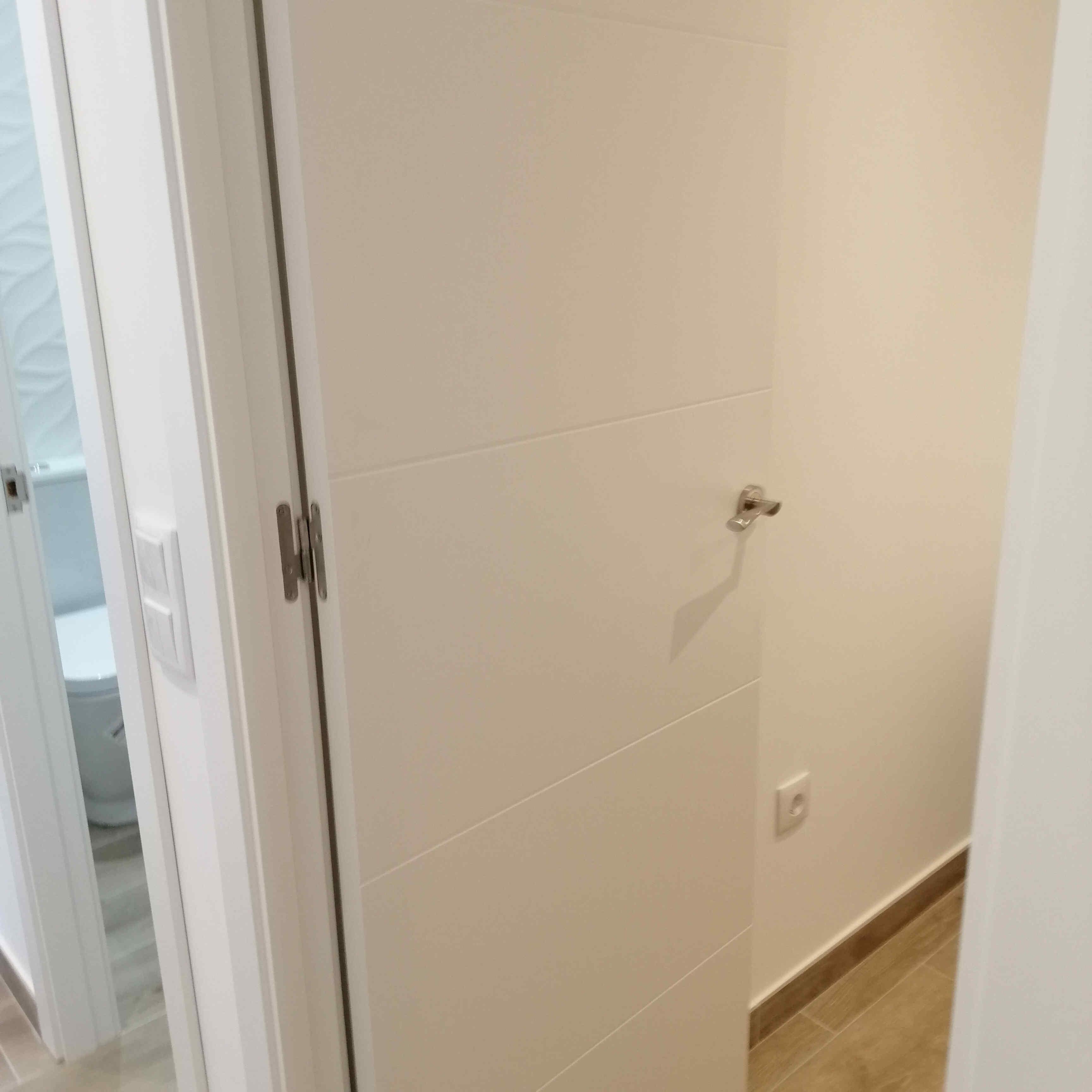 carpinteria-de-madera-puerta-de-paso-dm-lacada-blanco-torrevieja