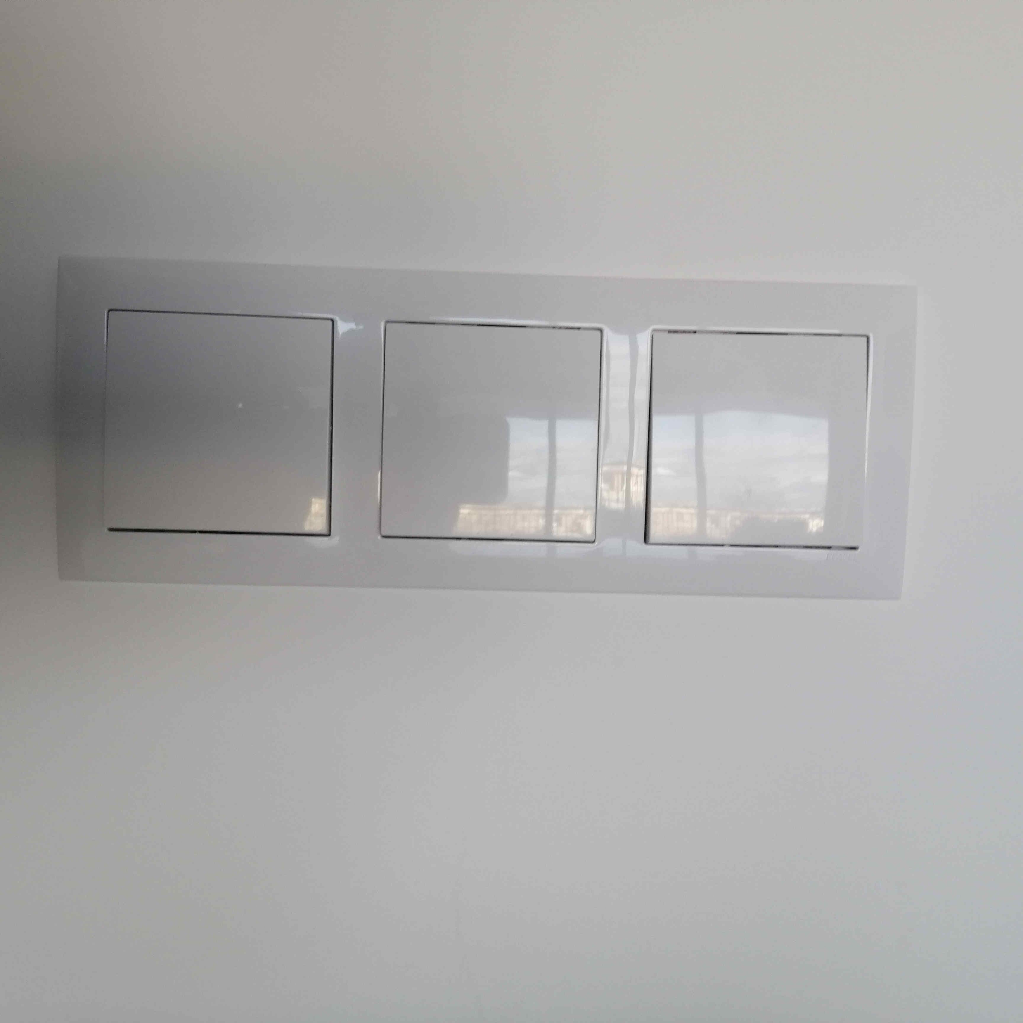 electrical-technician-electricsta-orihuela-interruptor-triple