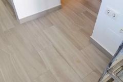 reformas-integrales-suelo-gres-imitacion-madera-torrevieja